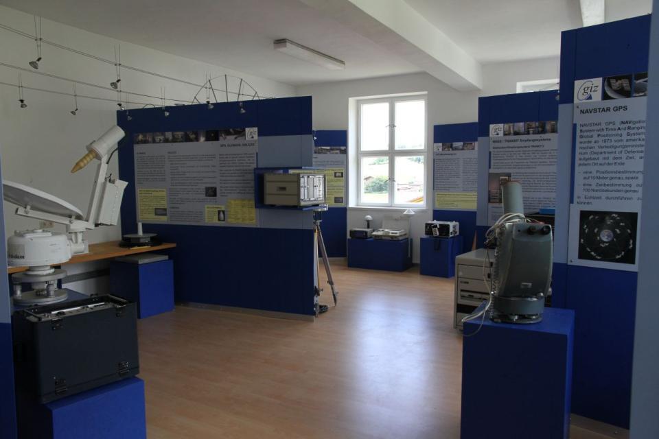 """Ausstellung """"Satellitengeodäsie und Navigation"""""""