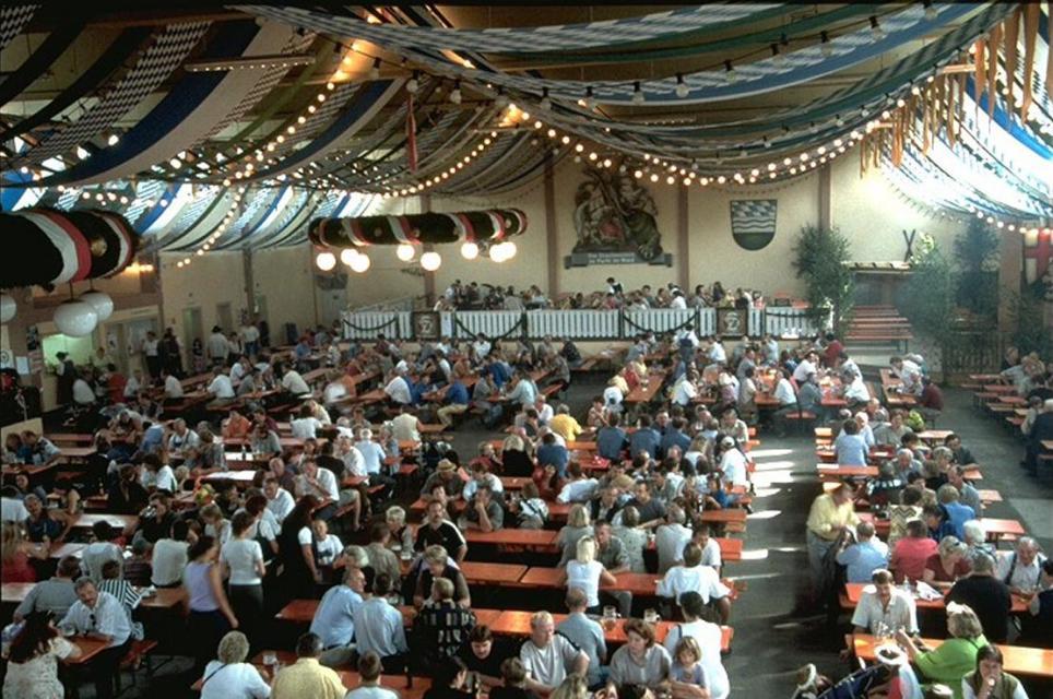 Drachenstich-Festhalle