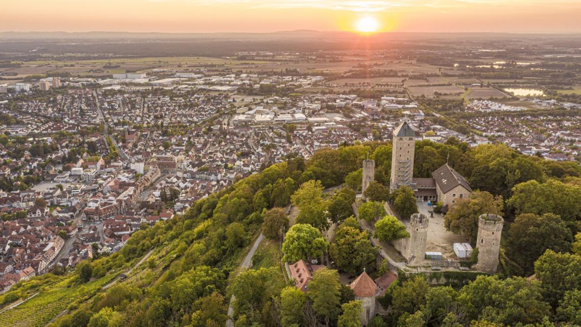 Die Starkenburg in Heppenheim mit Blick auf Heppenheim und die Rheinebene
