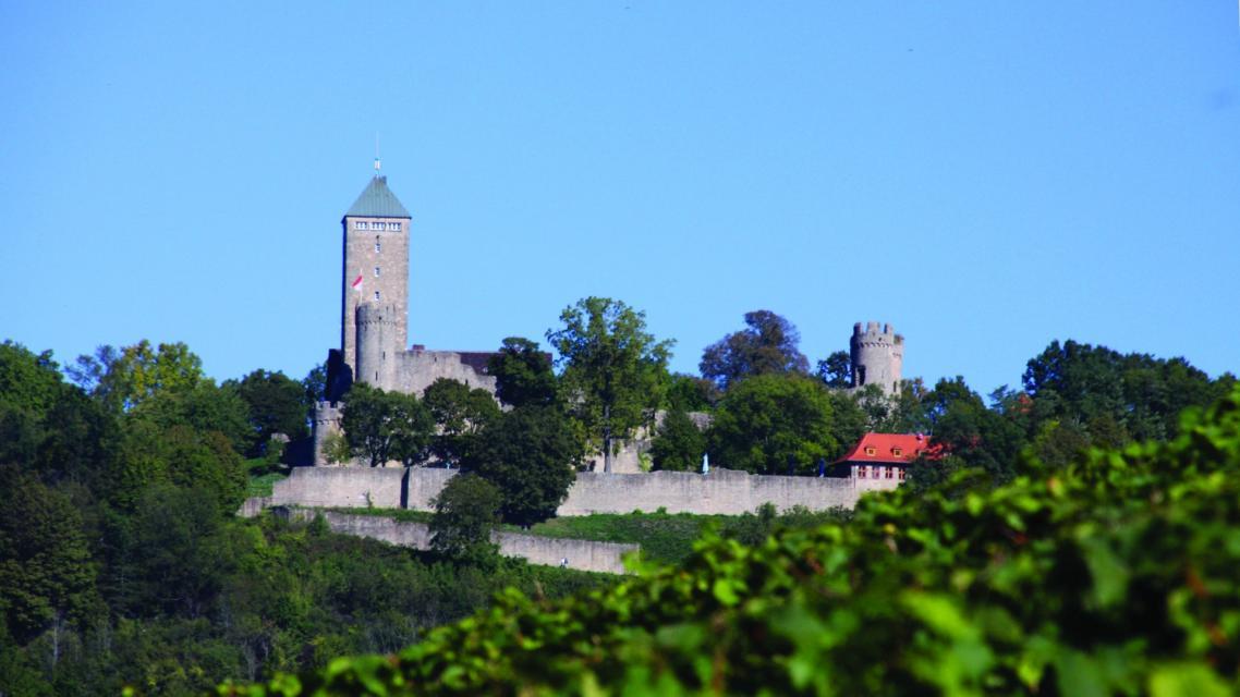 Blick auf die Burganlage Starkenburg mit Burgschänke