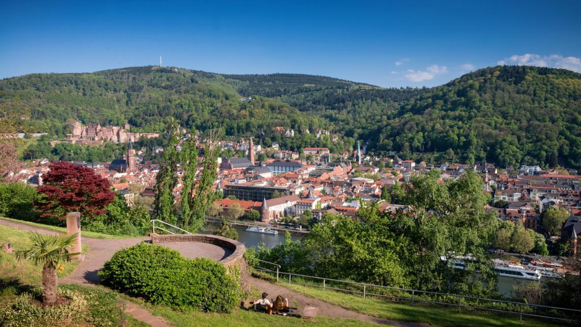 Blick auf die alte Neckarbrücke Heidelbergs