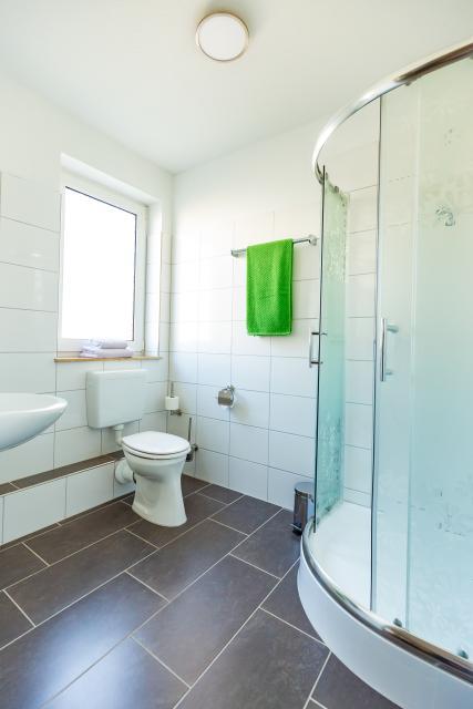 modernes saniertes Badezimmer
