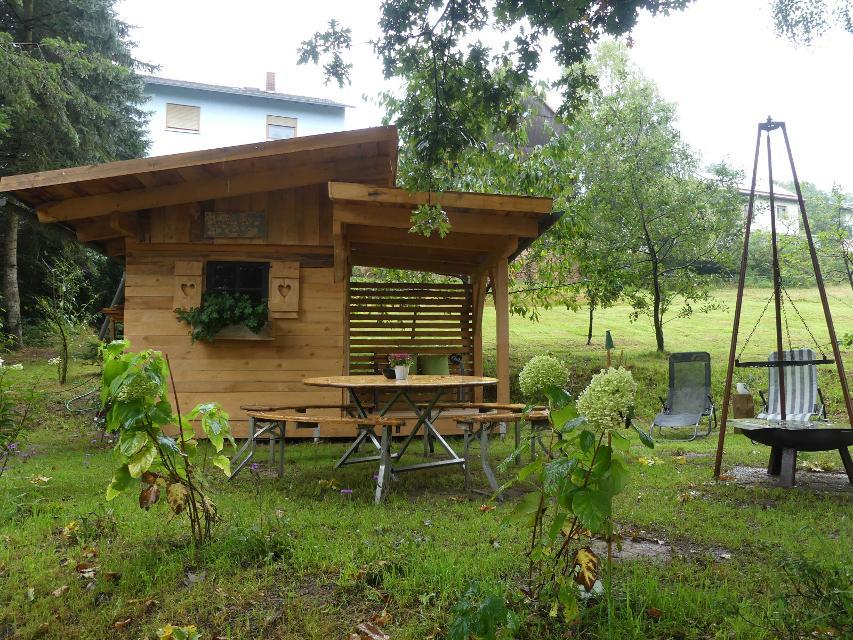 Gartenhütte mit Grillplatz