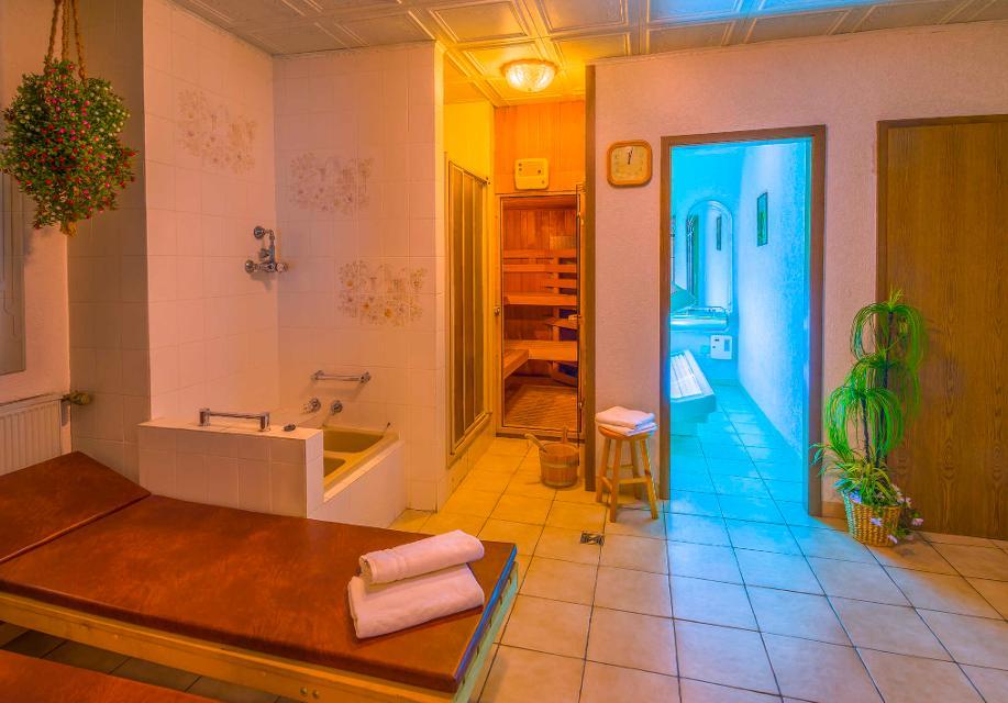 Saunabereich mit Solarium