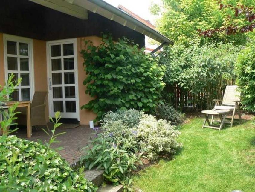 Eingangs- und Gartenbereich