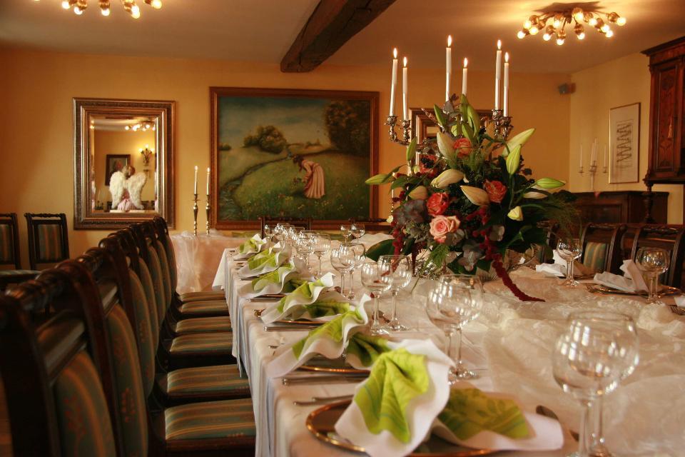 Der wunderschöne Speisesaal dient gleichzeitig auch als Restaurant.
