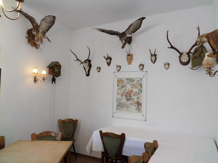Das Hotel bietet einen Speisesaal mit schönem Charakter.
