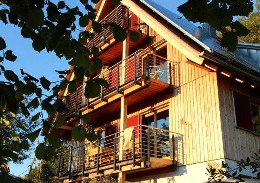 Die Ferienwohnung mit Balkon befindet sich im 1. Stock.