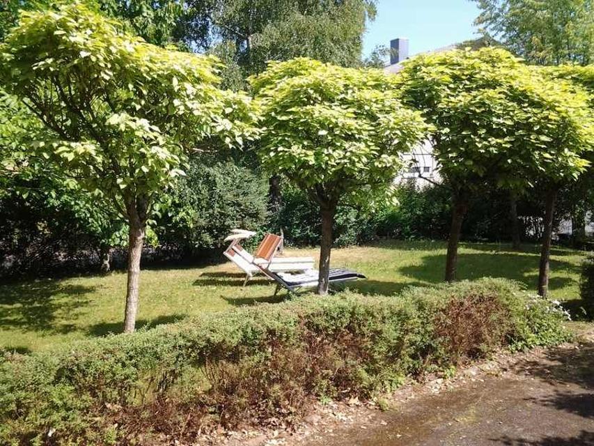 Der große Garten sorgt für Ruhe und Entspannung