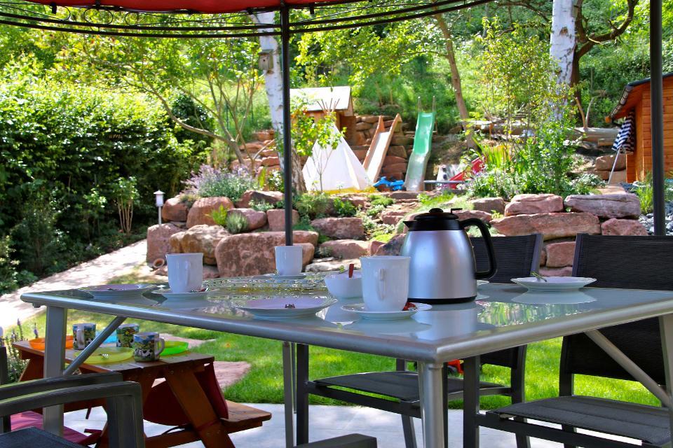 Garten mit großer Spielfläche