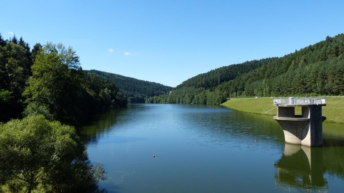 Der Marbach-Stausee bei Hüttenthal ist flächenmäßig das größte Stillgewässer des Odenwalds.