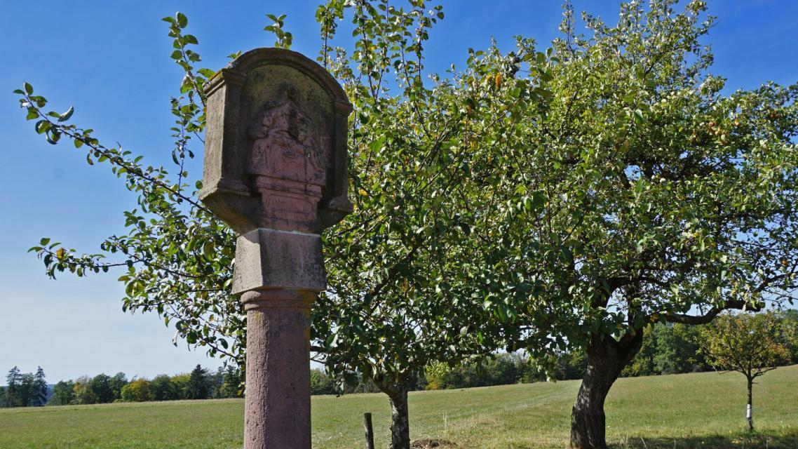 Gut erhaltene Bildstöcke zieren den Nibelungensteig rund um Hesselbach.