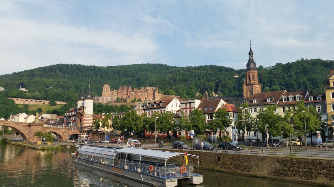 Hoch über der Altstadt thront das Heidelberger Schloss