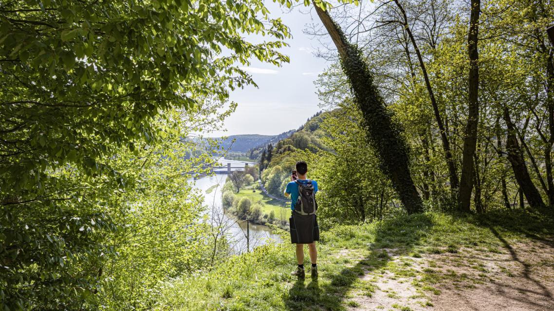 Neckar mit Schleuse Guttenbach