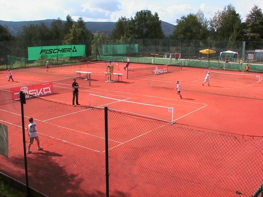 Tennisplätze & Tennisschule