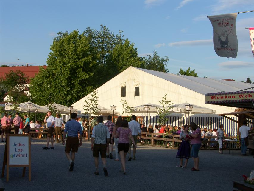 Traditionelles Volksfest in Schwarzach