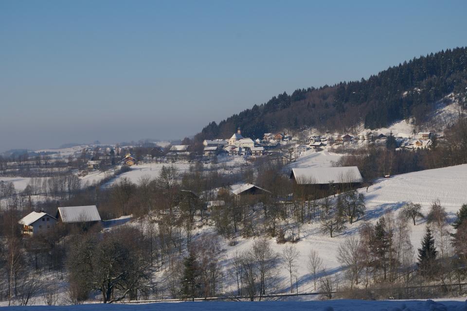 Perasdorf im Winter - null