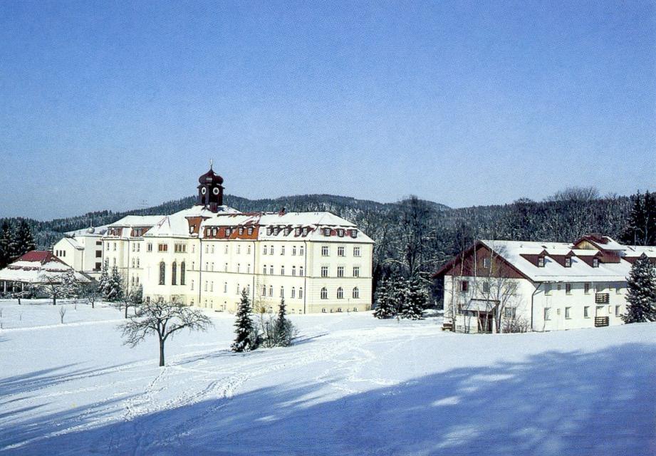 Kloster Kostenz im Winter - null