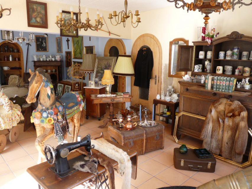 Antiquitäten und Trödel