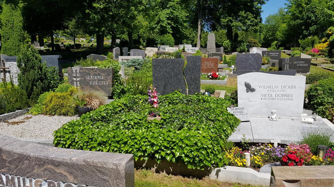 Grab von Erika und Günter Fuchs auf dem Friedhof von St. Gumbertus