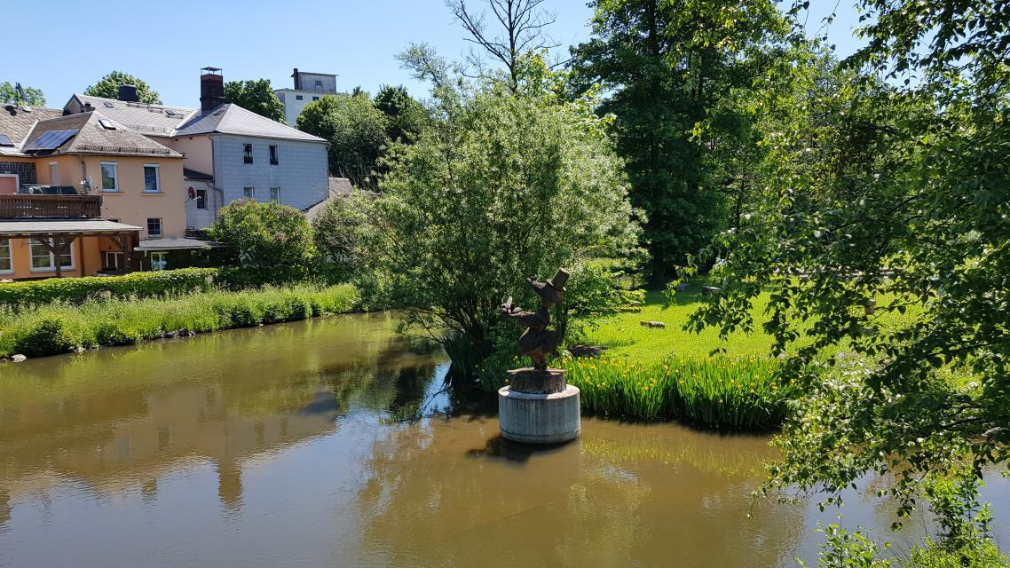 Denkmal für Emil Erpel vor der Spitze der Hellersinsel in der Saale