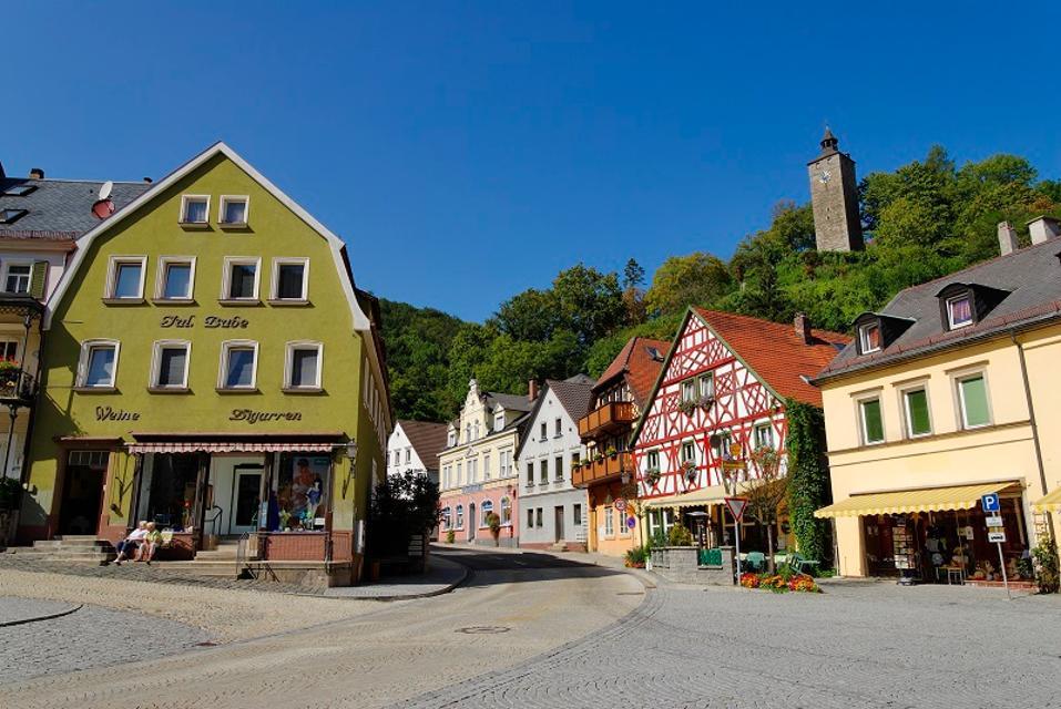 Bad Berneck - Marktplatz mit Burgruine