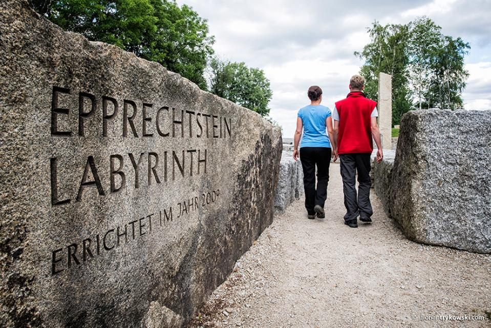 Eingang zum Granitlabyrinth