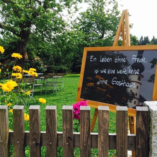 Herrlich grüner Biergarten 200 Plätze