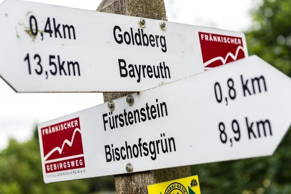 Wegweiser entlang des Fränkischen Gebirgsweges
