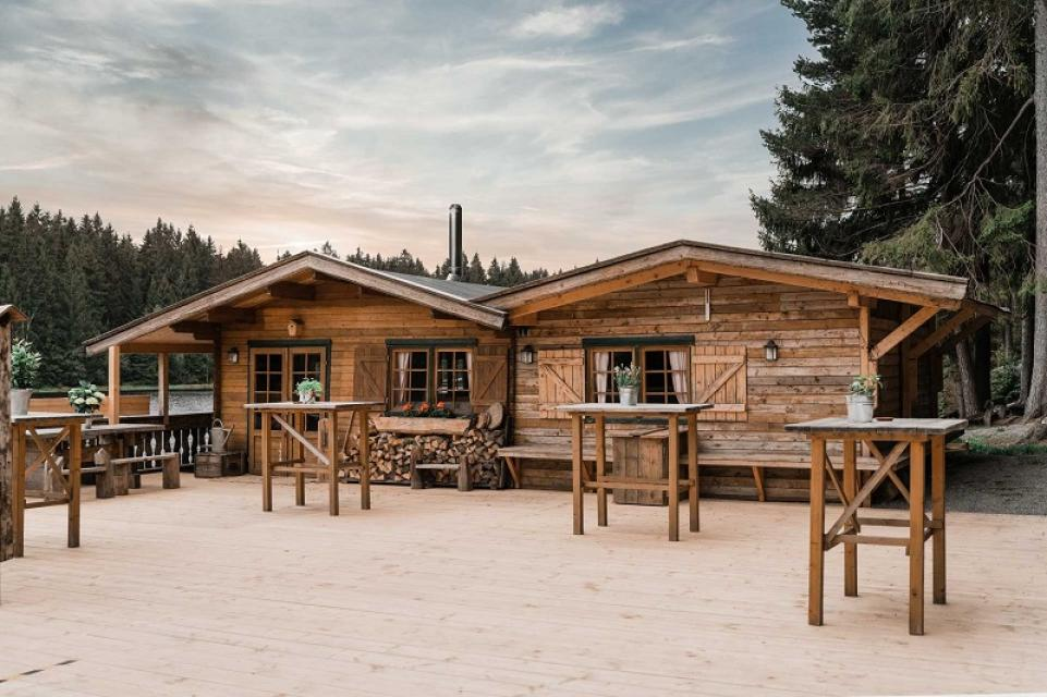 Ob Geburtstagsfeier, Jubiläum, Stehempfang, Gillparty oder Firmenfest - in unserer Seehütte genießen Sie ein besonders uriges Ambiente.