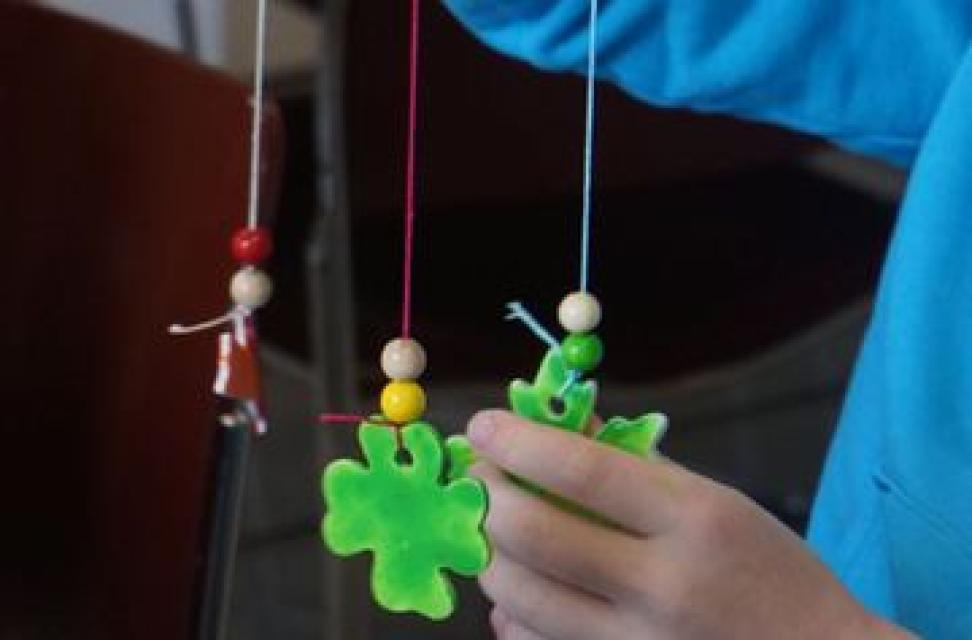 Pfingstferienprogramm: Windspiele aus Porzellan