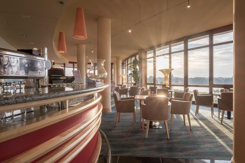 Lobby mit Bar und Lounge - Kurzentrum Weißenstadt am See