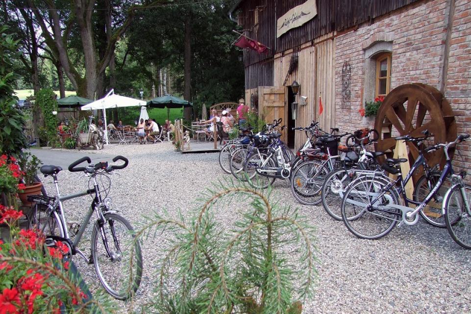 Zum Reiserbesen - Radlparkplatz - Erika Steger