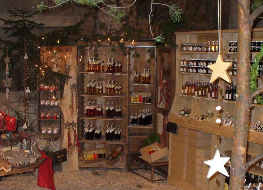 Weihnachts- und Christbaummarkt in der Scheune