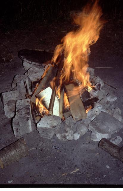 Stockbrotbacken am Lagerfeuer