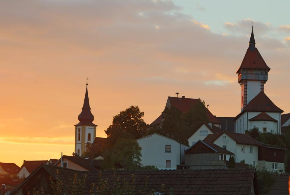 Stadtansicht im Sonnenuntergang - Heike Blume