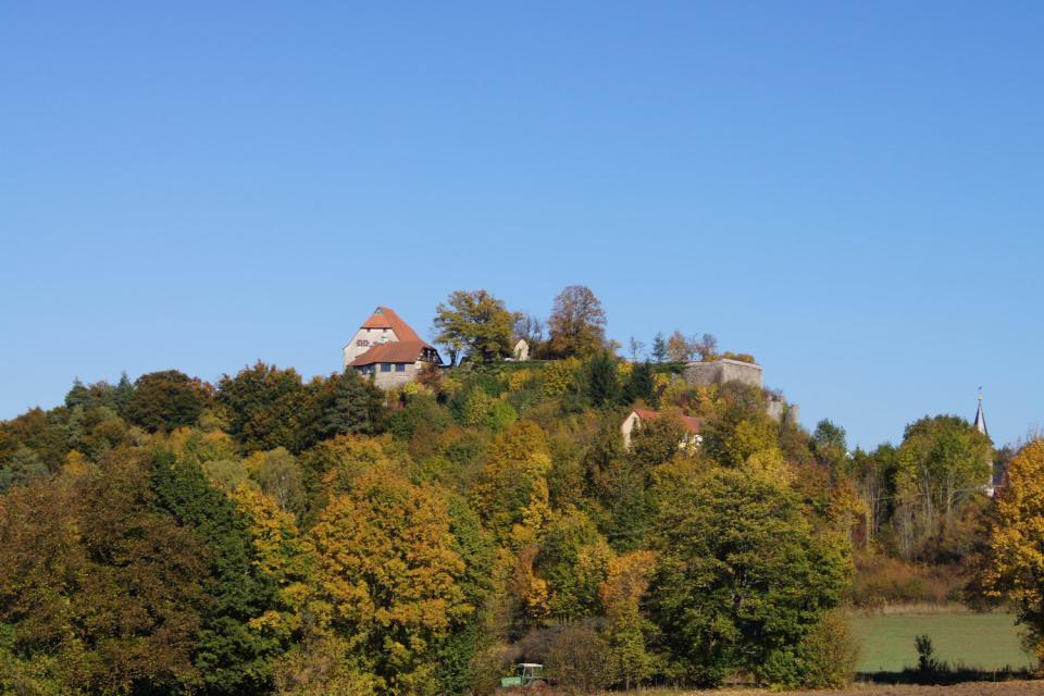 Burgansicht im Herbst - Gemeinde Hartenstein
