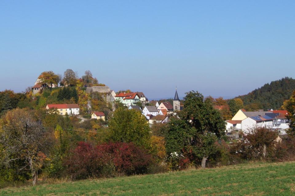 Dorfansicht im Herbst - Gemeinde Hartenstein