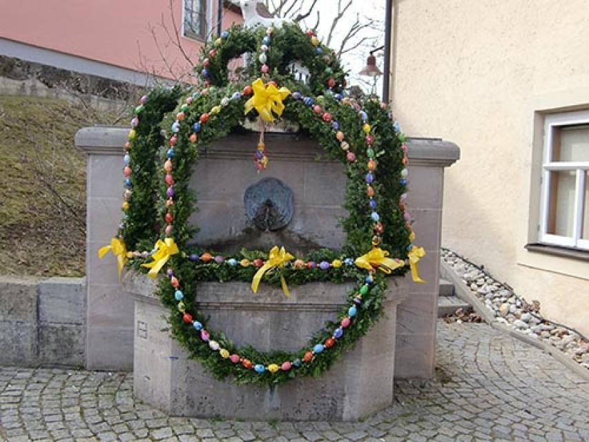 Osterbrunnen in Effeltrich