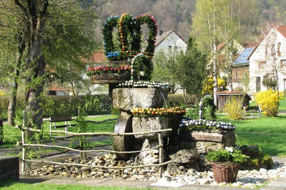 Osterbrunnen in Behringersmühle