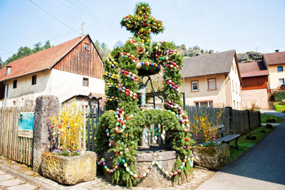Osterbrunnen in Oberailsfeld