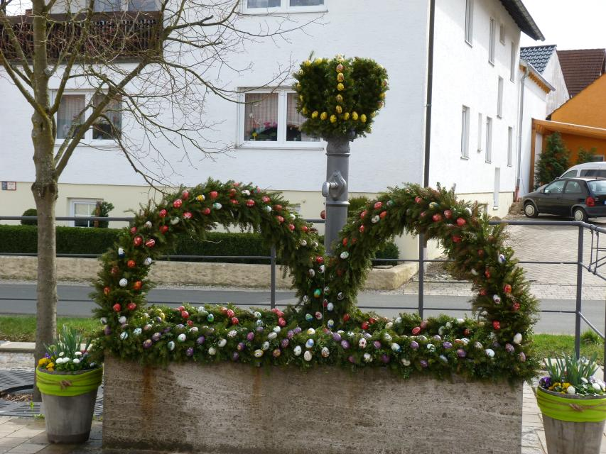 Osterbrunnen in Rüssenbach