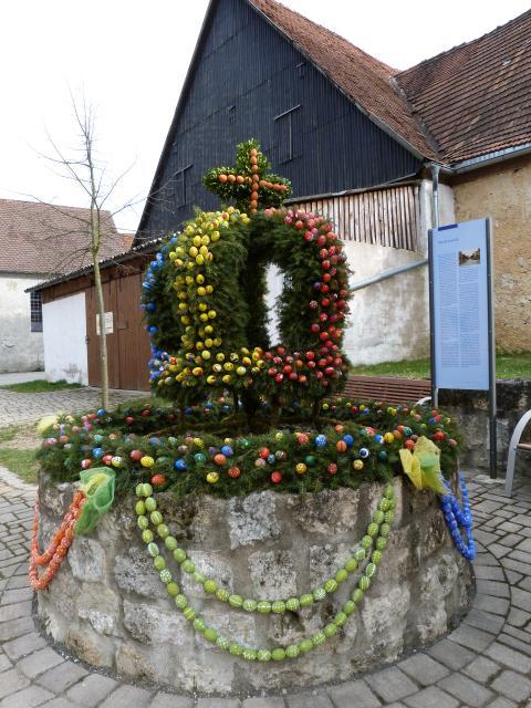 Osterbrunnen in Buckenreuth