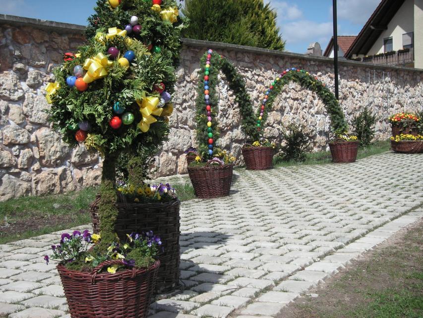 Osterbrunnen in Moggast
