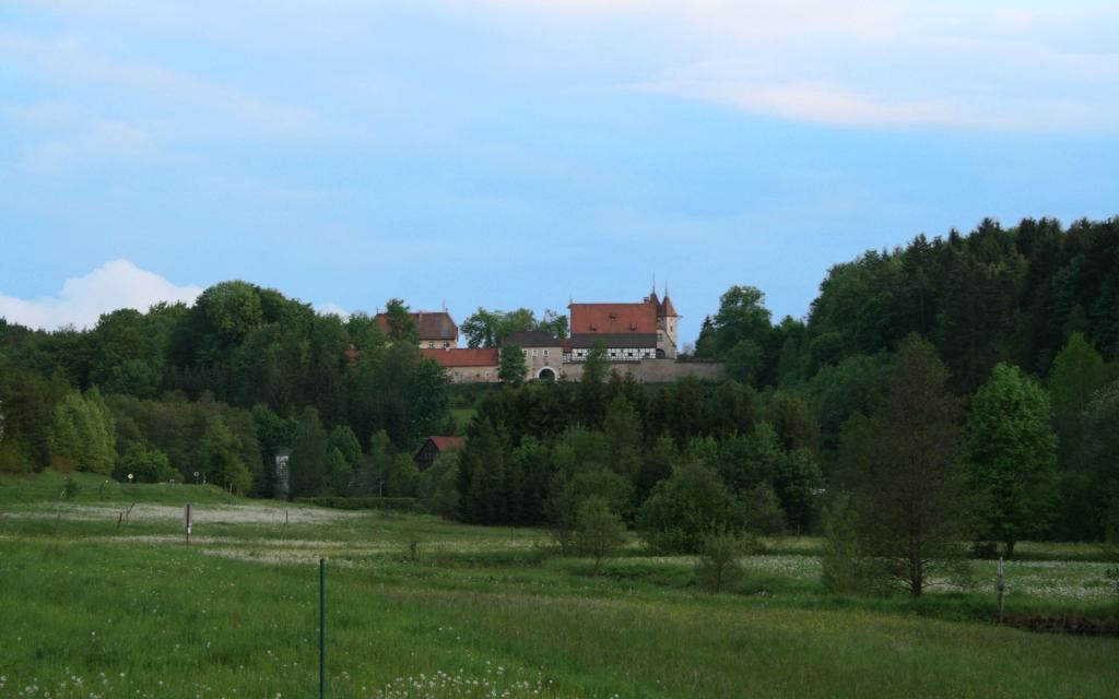 - Schloss Oberaufseß