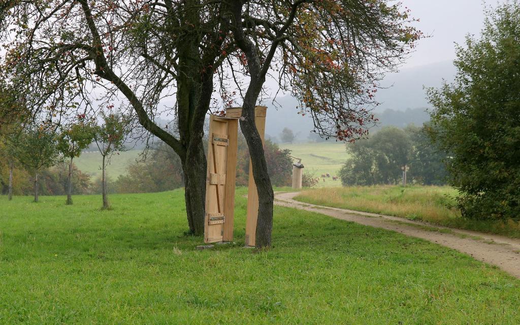 - Kunst-Besinnungsweg Tür