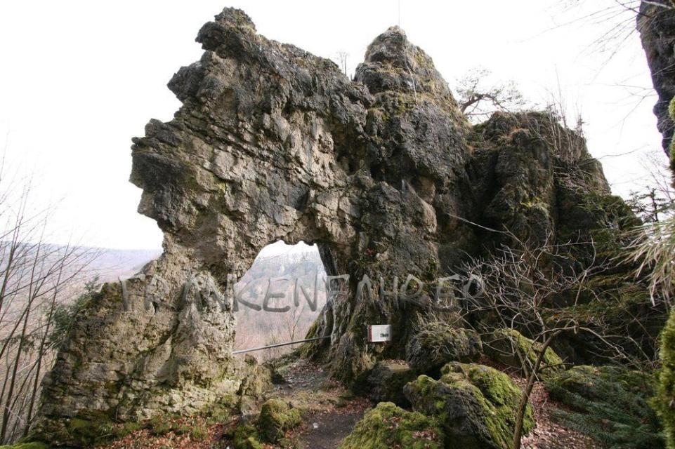 In den Rabensteiner Wald und zur Frauenhöhle