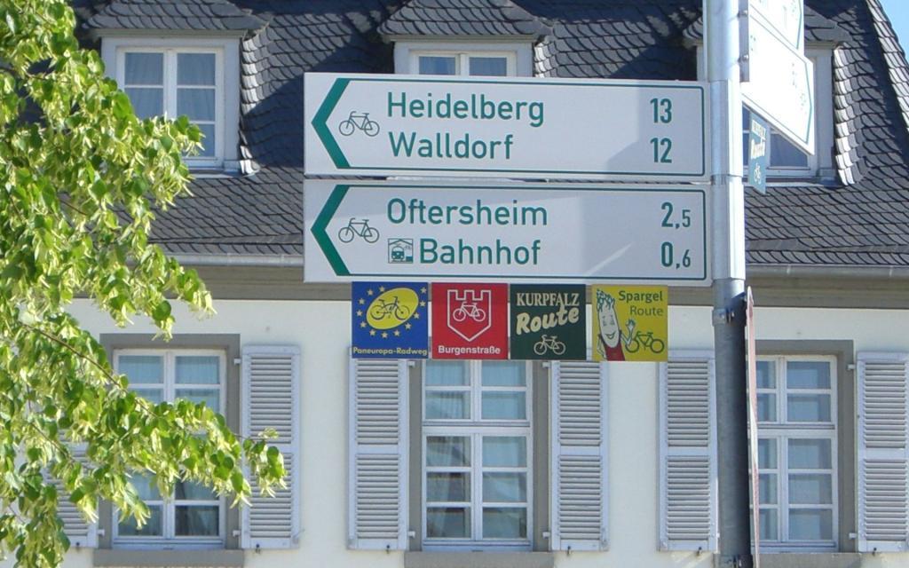 - Radweg_Schild-in-Schwetzingen