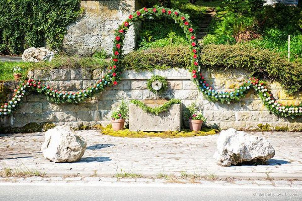 Zum größten Osterbrunnen der Welt