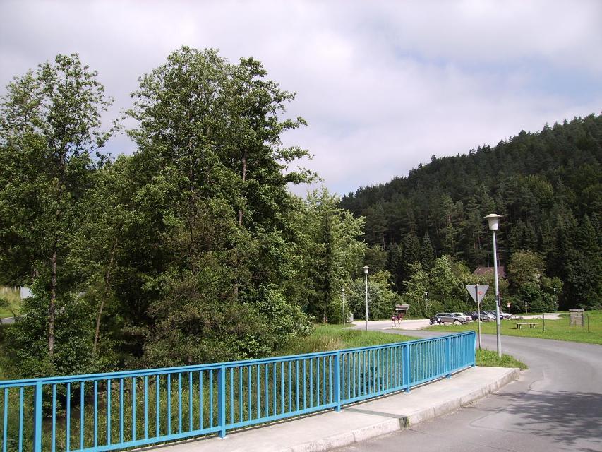 Parkplatz am Tennisplatz Behringersmühle